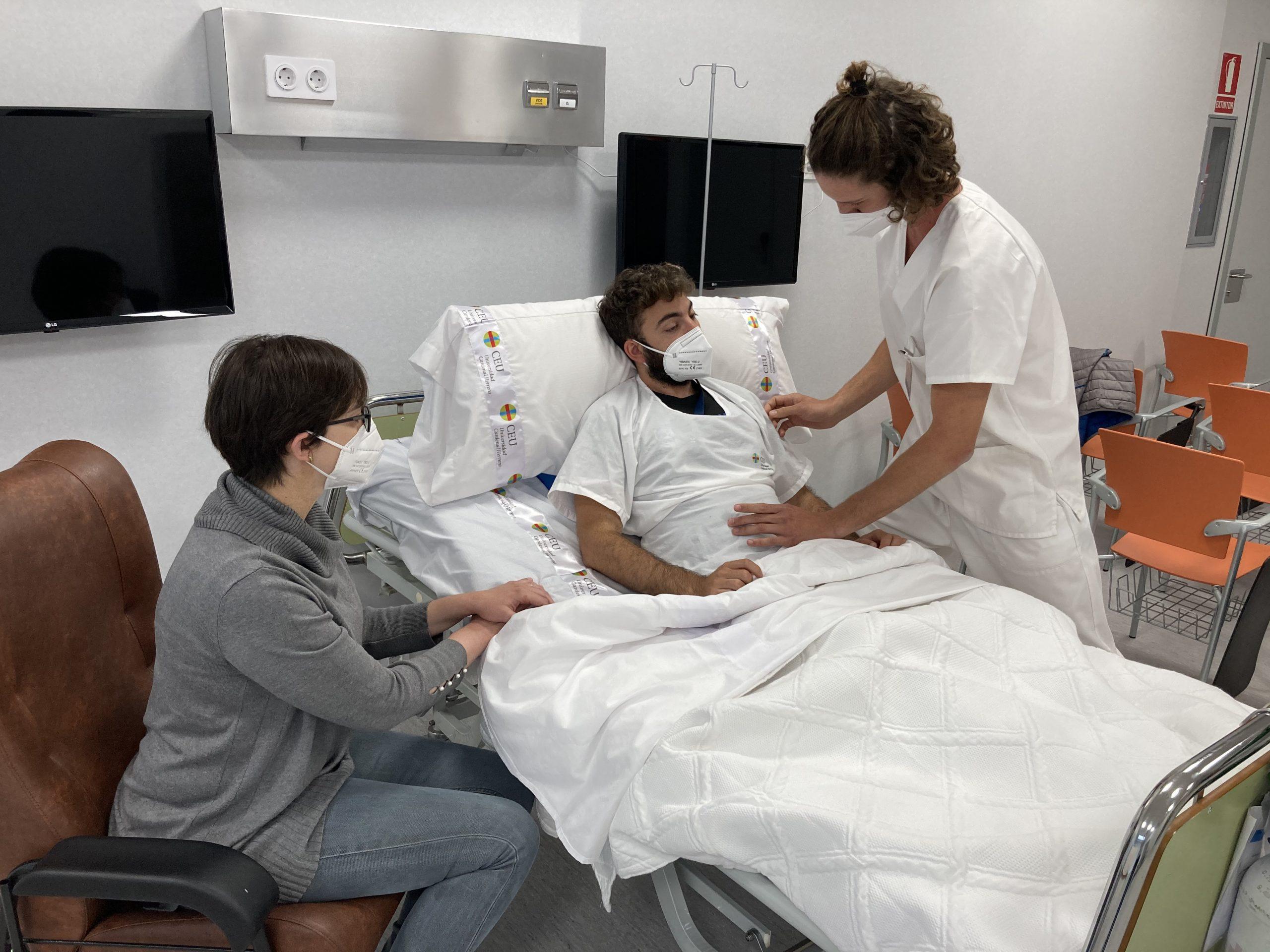 Aprendiendo competencias en Fisioterapia con las pruebas ECOE de la Universidad CEU en Valencia