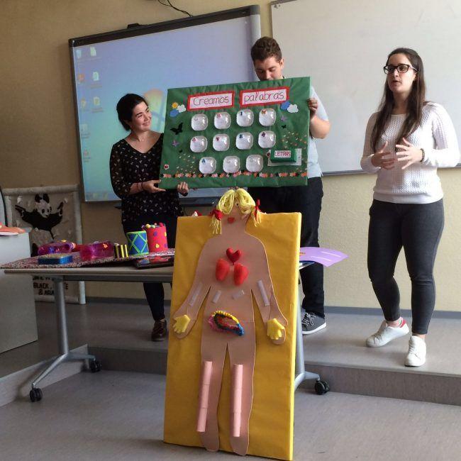 Alumnos durante la exposición
