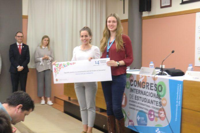 Elena Machí junto a Paula Muñoz en el 14º Congreso Internacional de Estudiantes