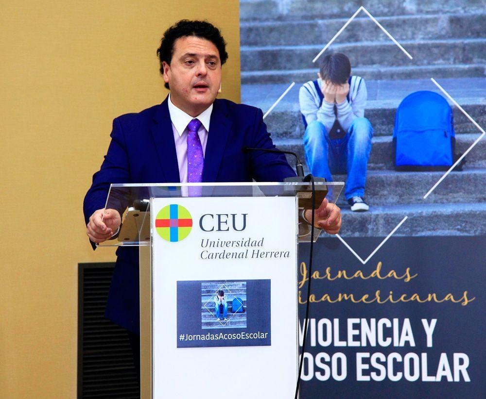 El Dr. Iñaki Piñuel durante su intervención en las I Jornadas Iberoamericanas sobre Violencia y Acoso Escolar