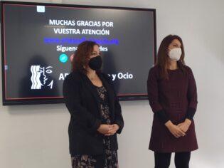 Imagen durante la Charla. Juana Mª Sánchez y Mª Ángeles Jaén.