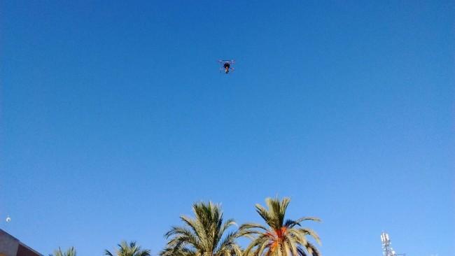Dron volando por encima del CEU