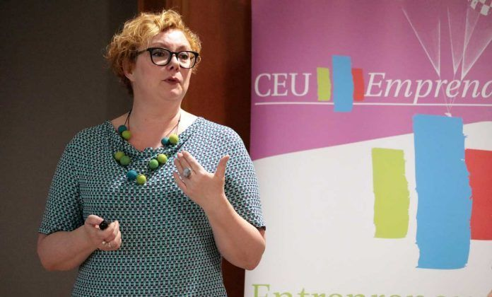 La profesora Eva Haug, de la Amsterdam university of Applied Sciences y experta en COIL