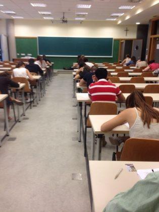 Alumnos durante un examen de evaluación continua.