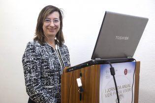 La Dra Navea al inicio de su intervención