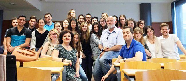 Foto con la profesora Kilinç tras su clase sobre Anatomía Patológica