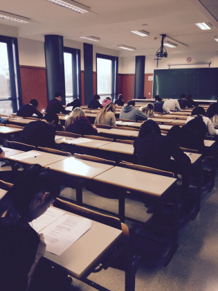 alumnos examen