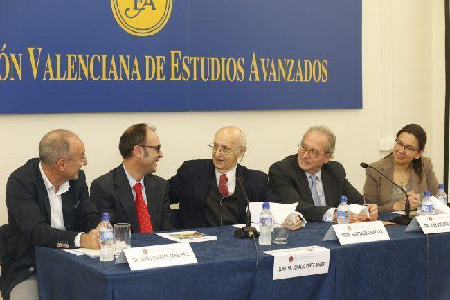 La Dra. Cristina Ribes y el Dr. Ignacio Pérez Roger inauguraron la sesión junto al Subdirector General de la Salud y Prevención, Dr. Paredes, el Dr. Guillem y el Prof. Santiago Grisolía