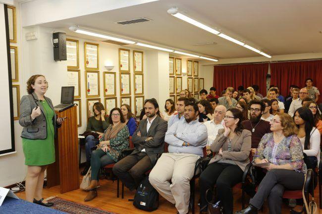 Vista de la sala durante la conferencia de la Dra. Verónica Veses