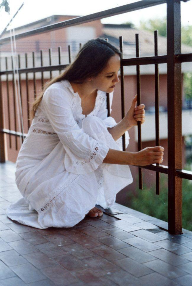Foto mujer en el balcon