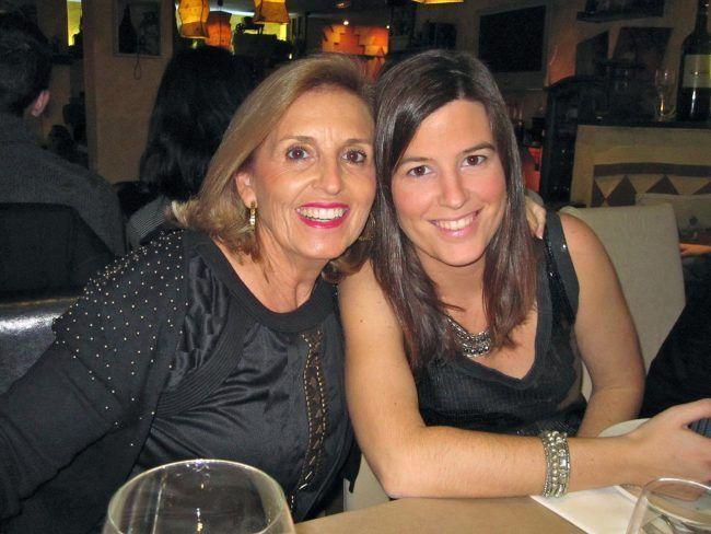 La Dra. Soler con su hija Iciar alumna egresada de la Universidad CEU Cardenal Herrera