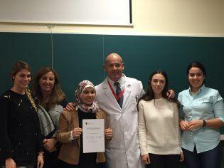 Dr. Juan Manuel Nuñez con los alumnos de Grado en Odontología