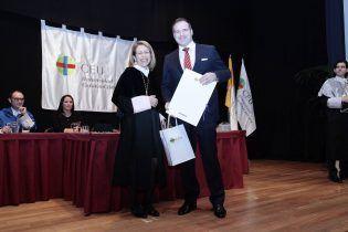 La Rectora entrega premio Ángel Herrere,mejor alumno Ciencias de la Salud 2014/2015