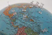 Mapa del mundo con chinchetas