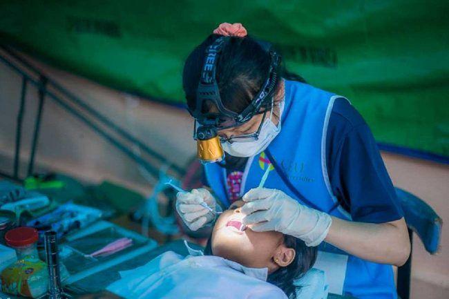 Voluntaria en misión solidaria de Odontología en Camboya