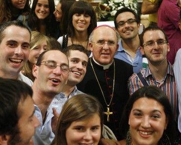 El Sr. Arzobispo de Valencia con los jóvenes