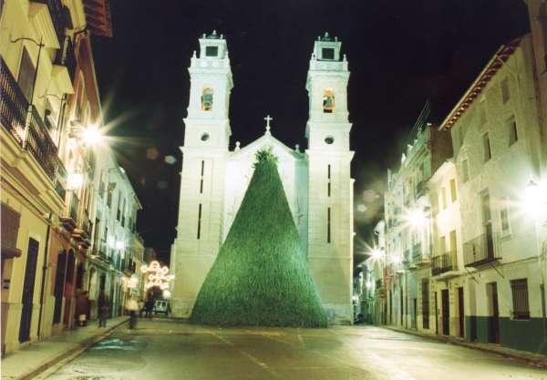 Hoguera en honor a San Antonio Abad en Canals, Valencia