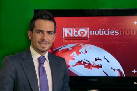 Josep Puchades, professor de la UCH-CEU, presenta l'informatiu Bon Dia en RTVV