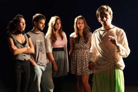 Daniel ha exprimido la experiencia universitaria. En esta foto, como actor en el grupo de teatro de la UCH-CEU