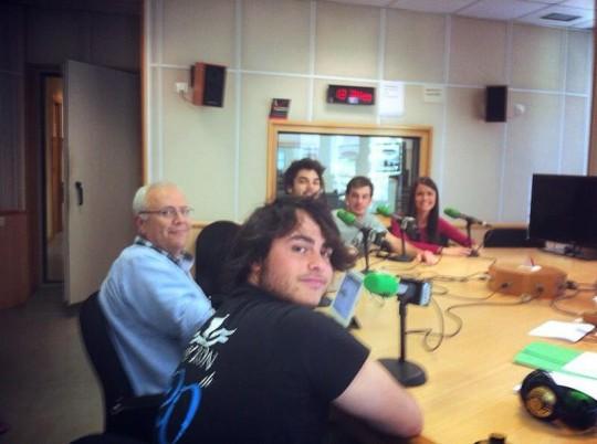 Los cuatro estudiantes de la UCH-CEU en los estudios de Onda Cero Valencia
