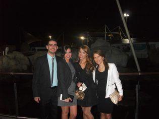 Los alumnos de la UCHCEU Ximo Delgado, Mireia Roig y Susana Ferrandis, en prácticas en Onda Cero, asistieron a la gala.
