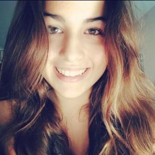 Lucía estudia doble grado (C. Audiovisual y Periodismo)