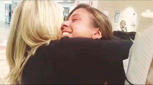 Inma Gil abraza a su madre
