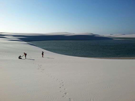 Lencois Maranhenses - estado de Sao Luis de Maranhao. 150.000 hectareas de arena blanca y agua natural. Tres días a la intemperie durmiendo en un oasis natural.
