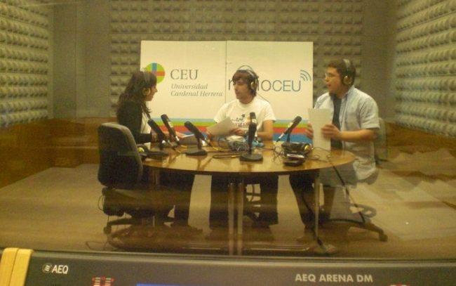 Álex Serrano (derecha) con dos de sus compañeros de radio CEU y El Rotativo, Rosana belenguer (redactora de ABC) y Daniel Valero (redactor de Valencia Plaza)