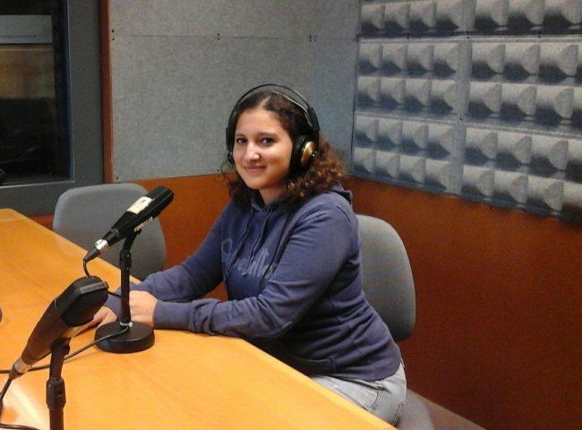 Naila Ikhenazen, en los estudios de radio de la Universidad