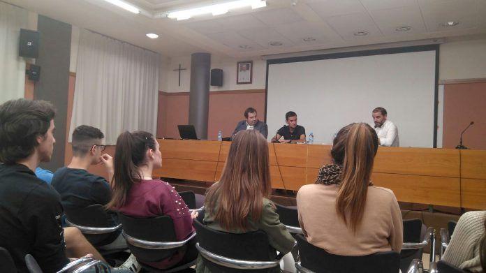 Rafa Villarejo y Salva Folgado han compartido su experiencia con los estudiantes de periodismo deportivo.