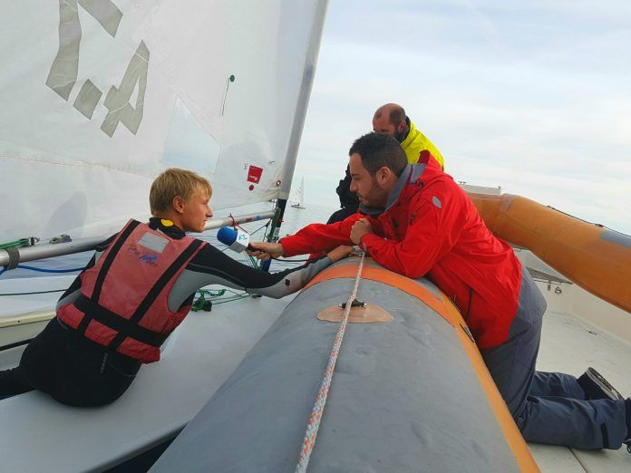 Las fuertes rachas de viento complicaron el último día del Campeonato de España Láser 4.7