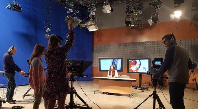 Los asistentes desarrollaron funciones distintas en el taller de televisión.