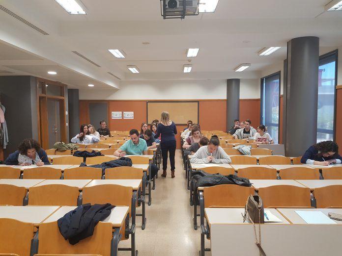 Los estudiantes, en la prueba de actualidad para las prácticas en A3.