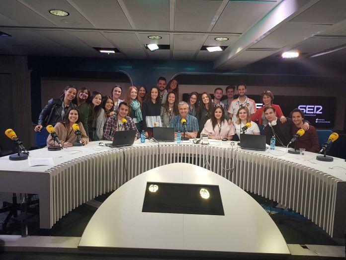 Los estudiantes disfrutaron en La Ventana en la visita a medios en Madrid.