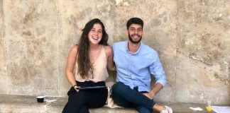 Victoria y Diego presentaron su proyecto en el pitching de À Punt.