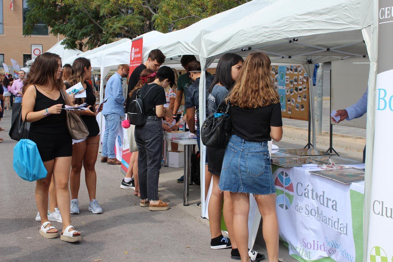 Una de las actividades de Bienvenida, la Feria Campus Life
