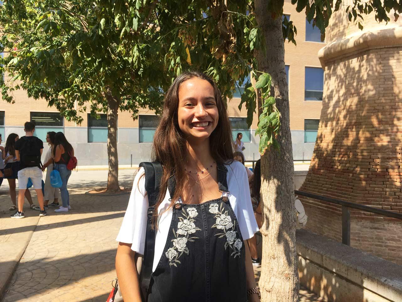 Raquel Brisa, estudiante de Periodismo, en sus primeros días en la Universidad