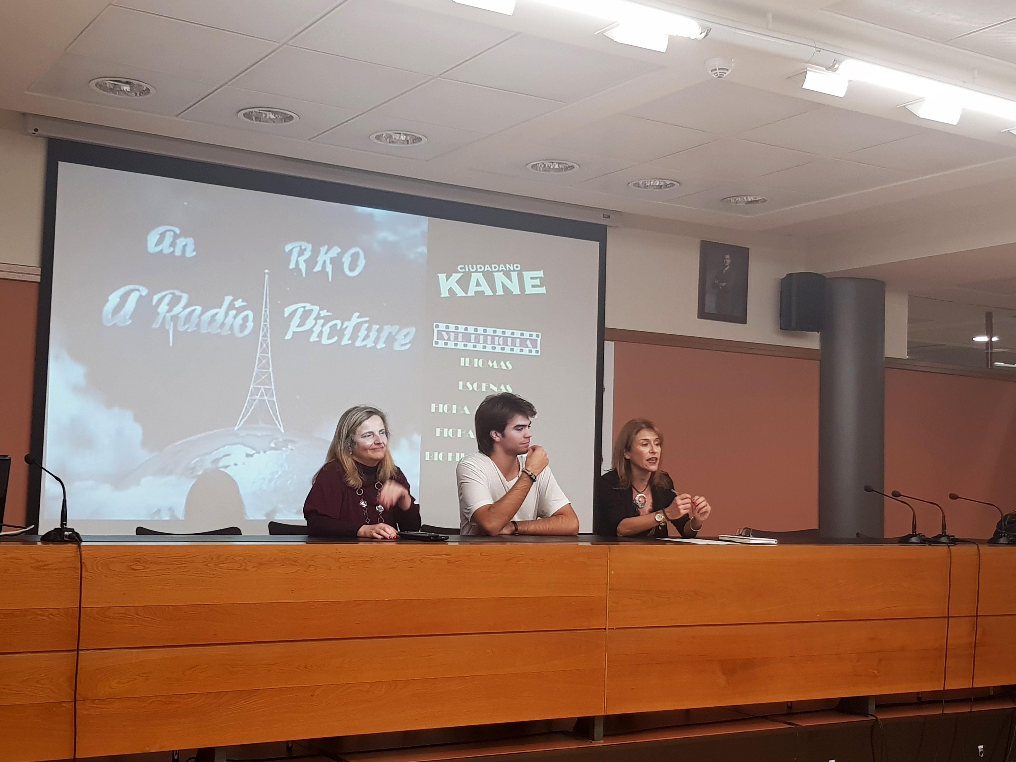 El alumno de Comunicación Audiovisual Álvaro Leivas Fernández presentó la primera película del ciclo de cine.