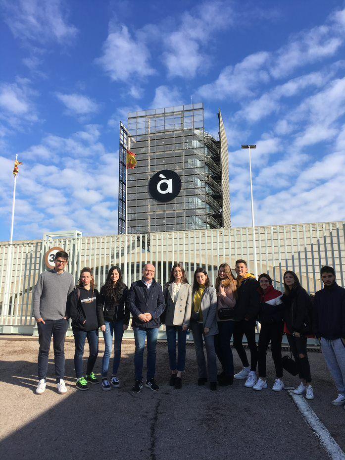Visita a À Punt Mèdia del estudiants de valencià dels Graus de Comunicació de la CEU-UCH.