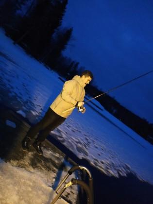 Nacho Tello pescando en Lomasaari, Virrat (Finlandia)