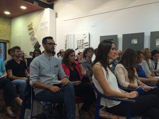 Los publicitarios valencianos atendiendo la presentación de La Lluna y pensando qué piezas presentar.