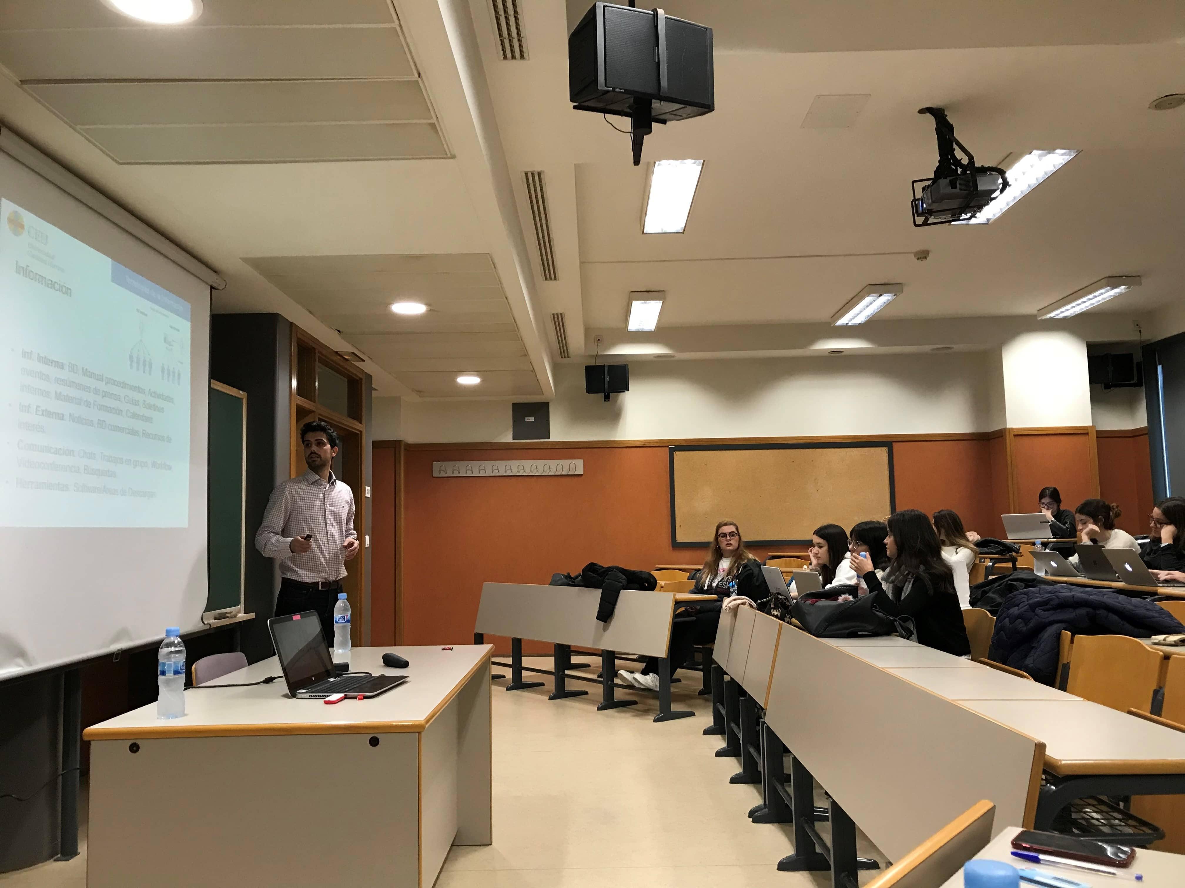 Los expertos en Intranet y Redes Sociales impartieron un taller a los alumnos de publicidad