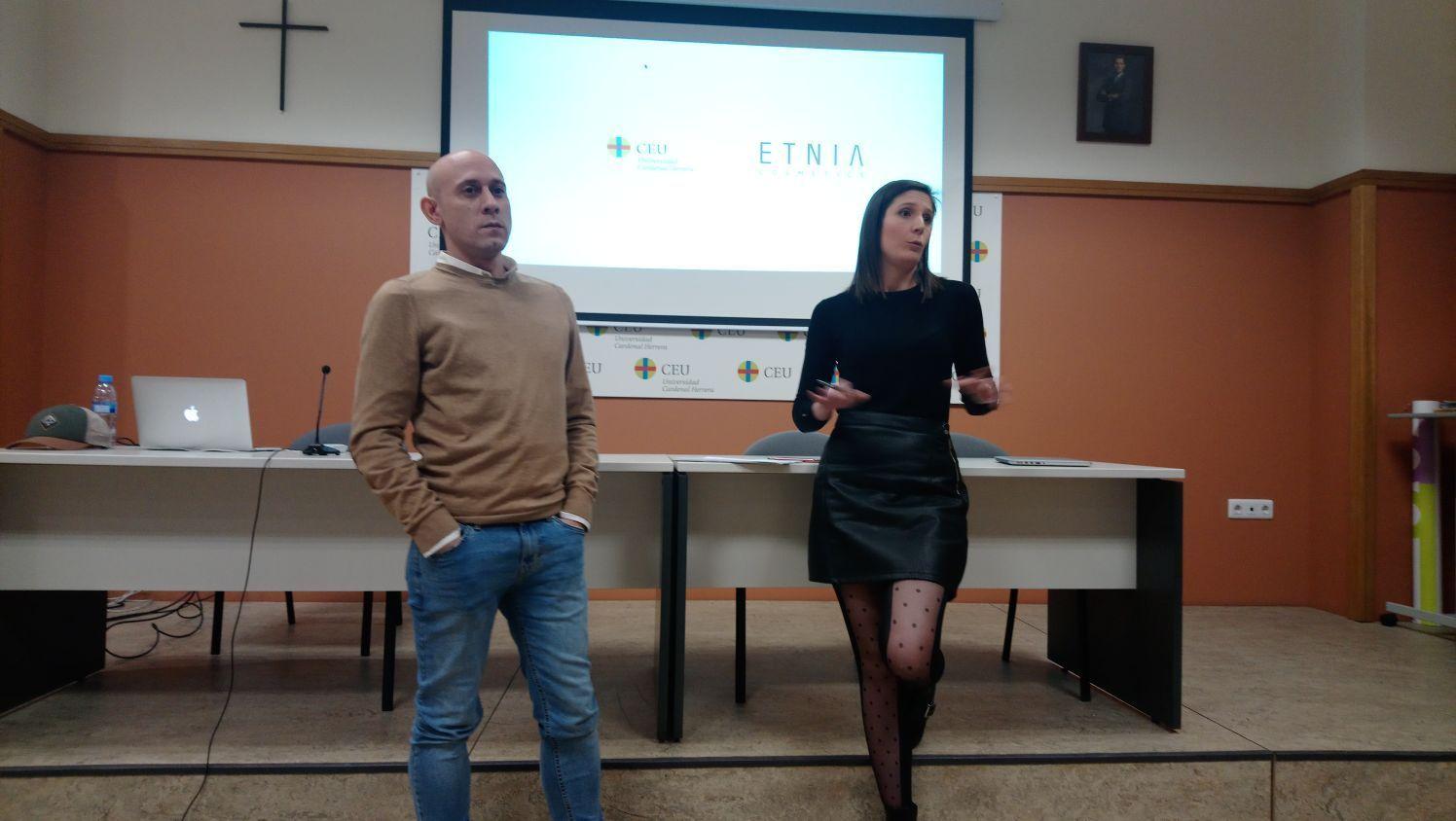 Etnia escucha las campañas de los alumnos