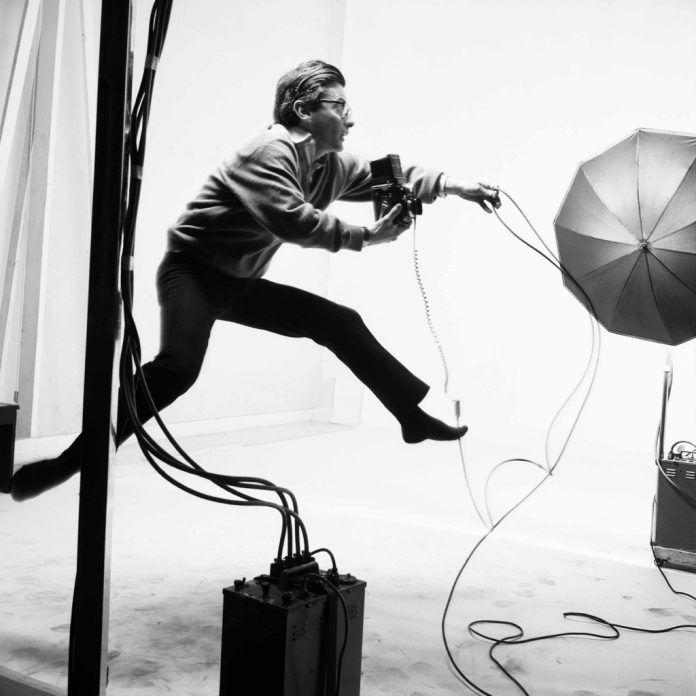 Retrato de Richard Avedon en una sesión fotográfica