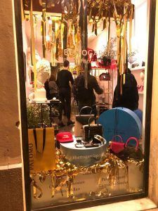 Foto del escaparate del pop up store de Betto Garcia