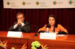 Rafael Matesanz y la profesora Amparo Castañer, miembro del Comité Organizador del Congreso
