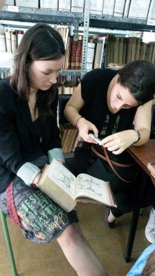 Explorando los libros de la Biblioteca del IES Luis Vives
