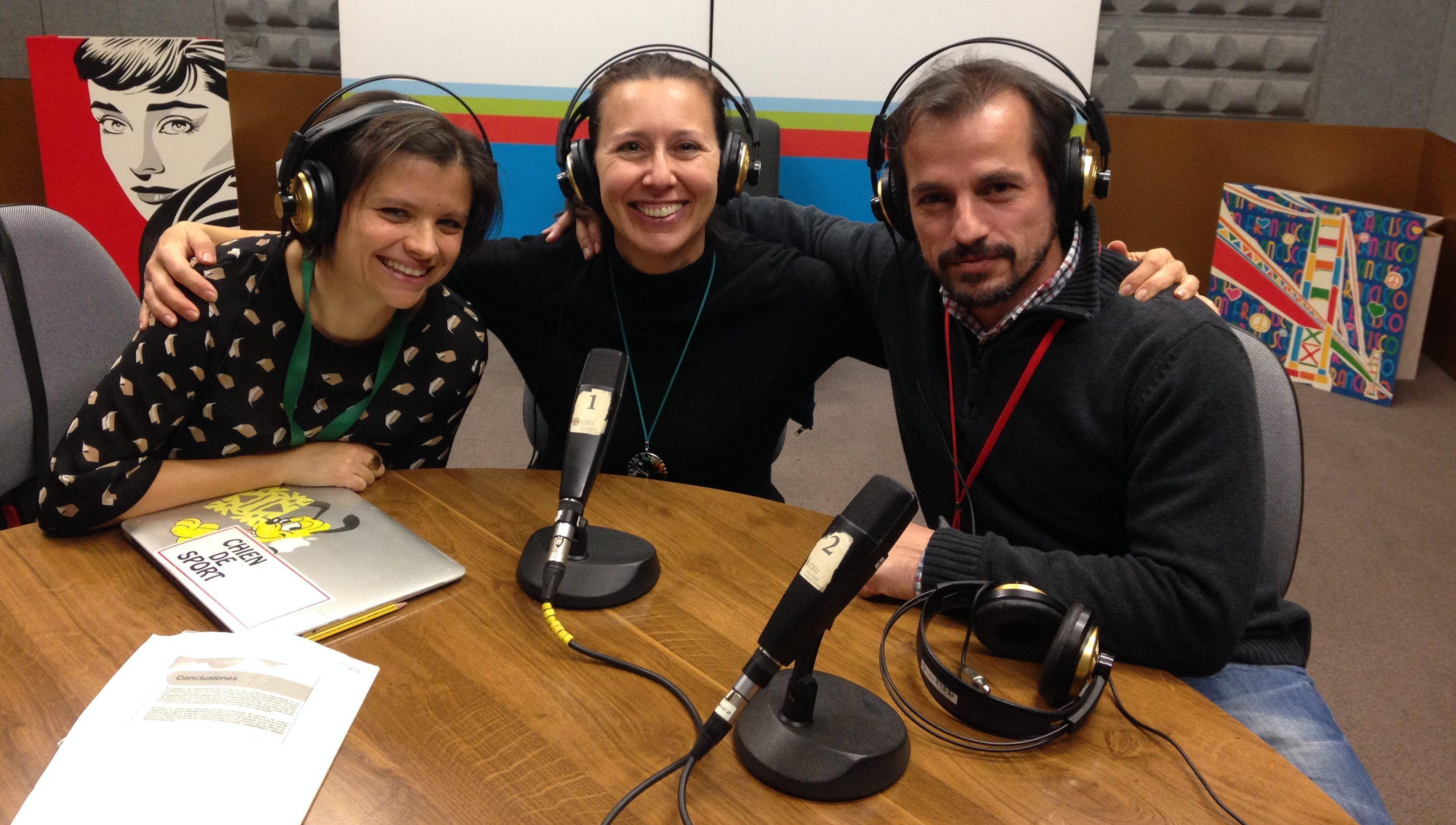 Parte del equipo MundoVet (Empar García y Mila Benito) con Ignacio Corradini