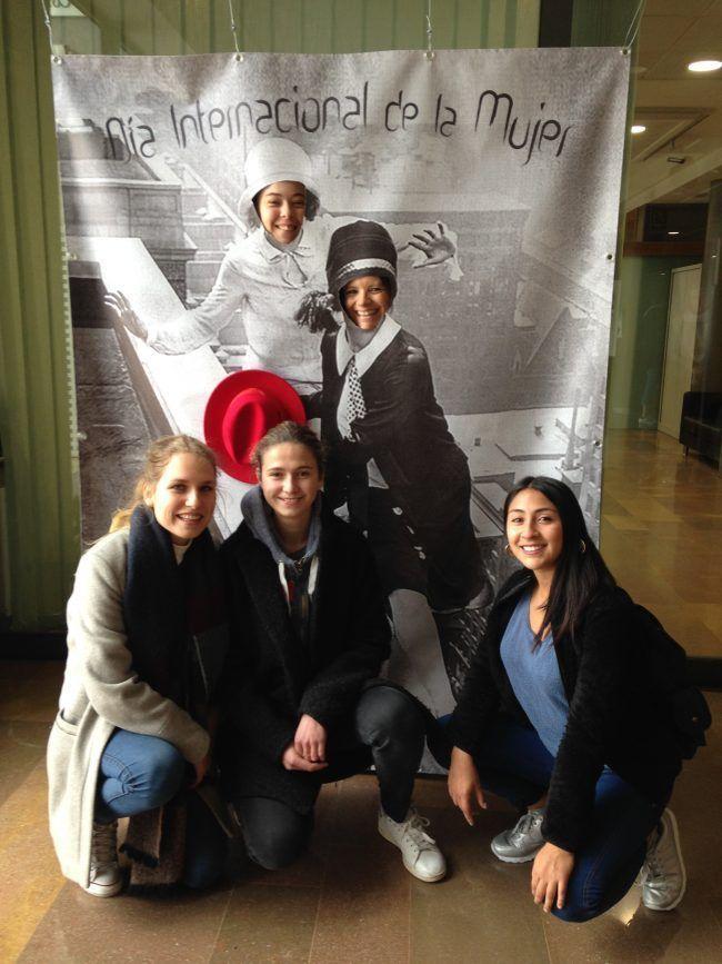 Algunas de las alumnas del grupo inglés de Biotecnología en el photocall